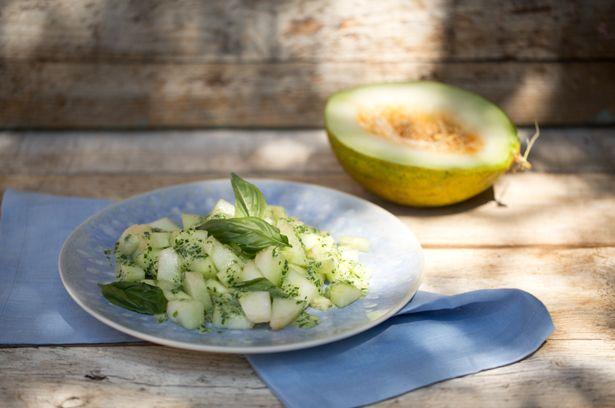 Melonen-Gurkensalat mit Kräuterdressing