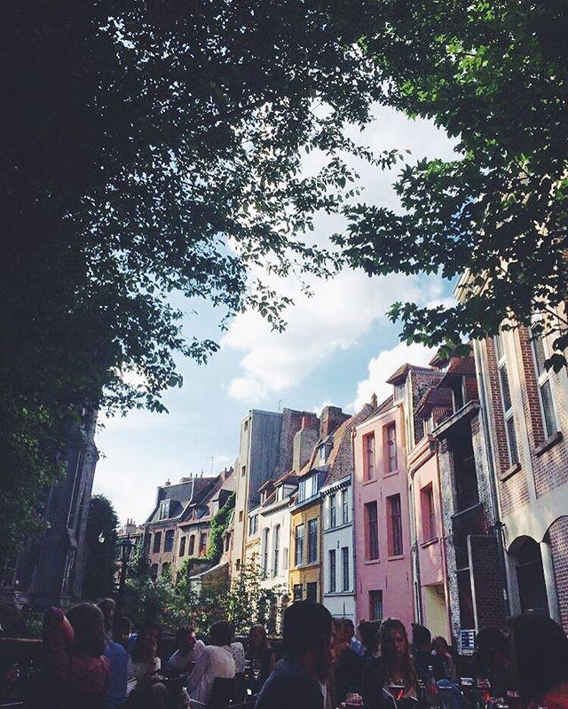 SUN  Tapez terrasses dans l'appli Yelp et tombez peut-être sur cette pépite du Vieux-Lille...  de la terrasse de l'Imaginaire, postée par @delphine09 sur Yelp