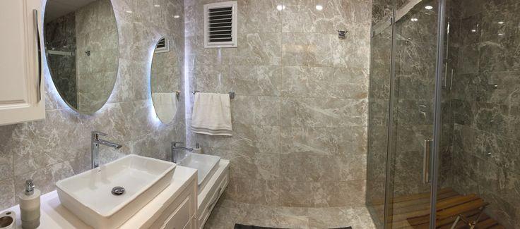 #banyo dekorasyonu #banyo tasarımı #şık #özel tasarım banyo tezgahı #banyo dolabı #ferah #rahat #beyaz banyo #duşakabin #duş banyo deck #ahşap duş teknesi zemini #iroko deck #Tik (teak) ahşap duş teknesi zemini #akrilik banyo tezgahı #abdest lavabolu banyo tezgahı #ikili banyo tezgahı #iki lavabolu banyo tezgahı #mermer görünümlü seramik #fiori de pesca #led ışıklı banyo aynası #oval banyo aynası