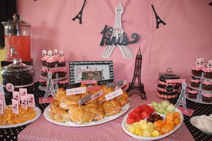 Love the Paris on the Eiffel Tower decoration, should also look for printable Eiffel Towers to decorate tables with.