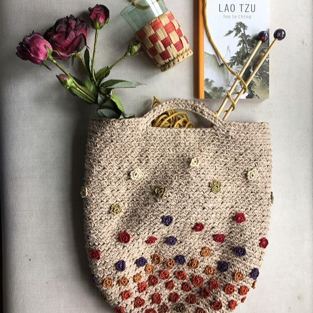 #crochet #ilovecrochet #crochetbag #crochetaddict #crocheting #crochetersofinstagram #crochetinspiration #crochetaddict #baghandmade #handmade #borsafattaamano