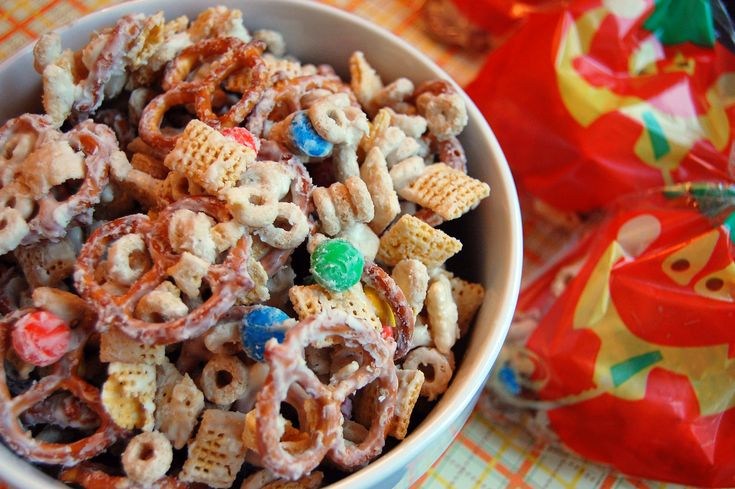 White Chocolate Chex Mix. : White Chocolates, Chexmix, Chocolates Chips, Chocolates Czech, Sweet, Christmas, Mixed Recipes, Snacks Mixed, Chex Mixed