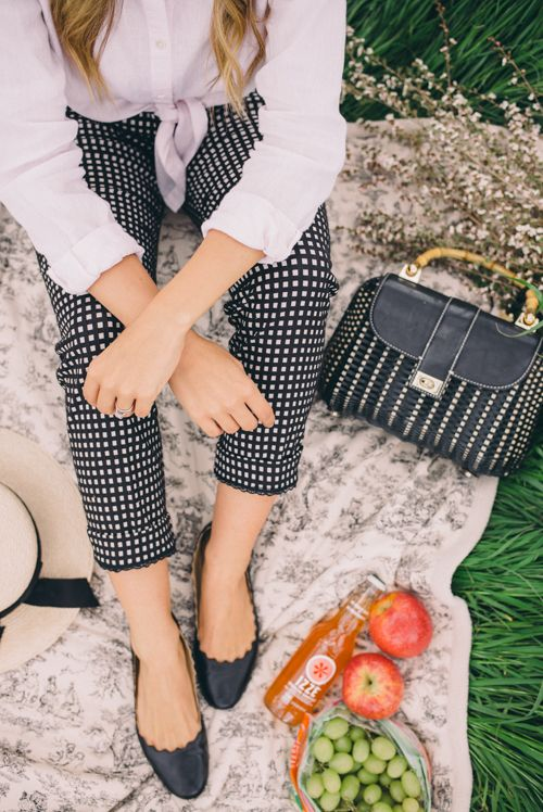 Gal Meets Glam Spring Green - picnicking in J.McLaughlin top, pants and matching bag