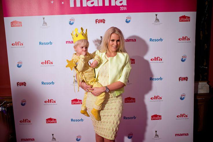 Sophie la girafe Cosmetics was the proud sponsor of Årets Mama 2014 -galan in Nalen, Stockholm. Here blogger Frida Fahrman and son. #åretsmama #sophielagirafecosmetics #sophielagirafe #sophiethegiraffe #sponsor #mama #bonnier #nalen #stockholm