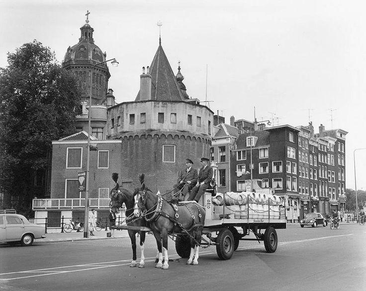 8/31/1965. Heineken beer delivery near the Schreierstoren, Prins Hendrikkade in Amsterdam. #amsterdam #1960
