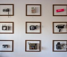 cameras: Wall Art, Old Camera, Idea, Living Rooms, Vintage Camera, Collection Display, Wall Display, Frames Photos, Camera Art