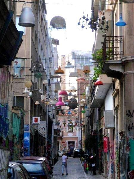 Οδός Πιττάκη, δίπλα από το σταθμό 'Μοναστηράκη' - Pittaki street, next to Monasteraki station