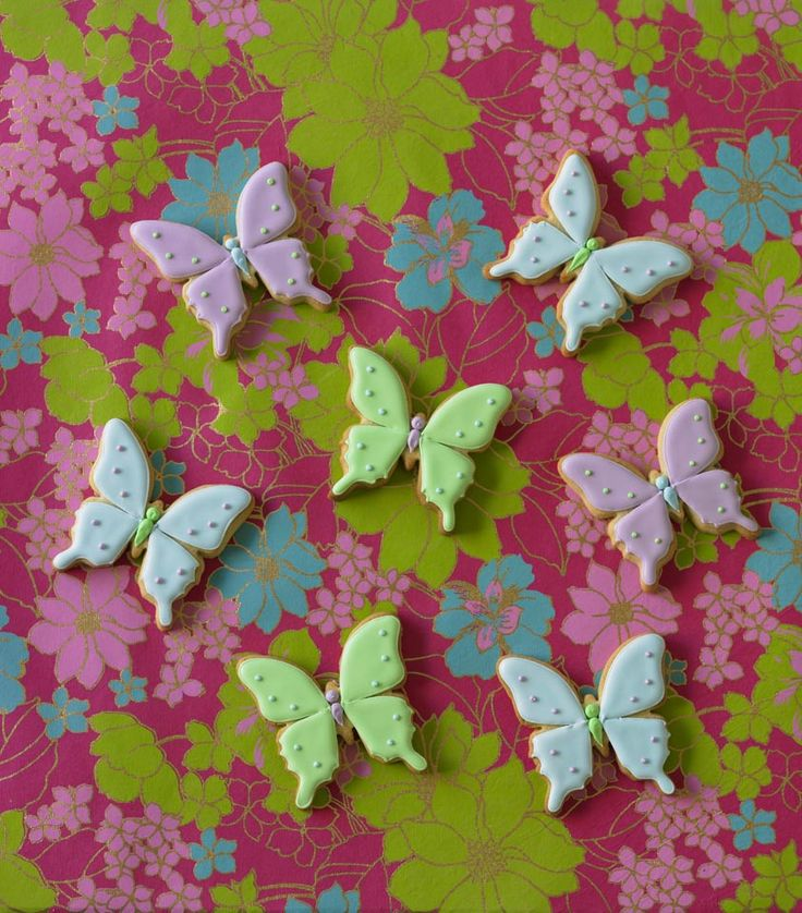 Beautiful butterfly cookies.  Find out more on Cake Decorating.