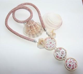 Kombinált gyöngyhorgolt nyaklánc / bead crochet necklace and button