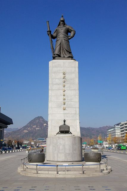 Seoul Tour - Admiral Yi Sun-shin, Gwanghwamun Square by Korean Photographer, via Flickr