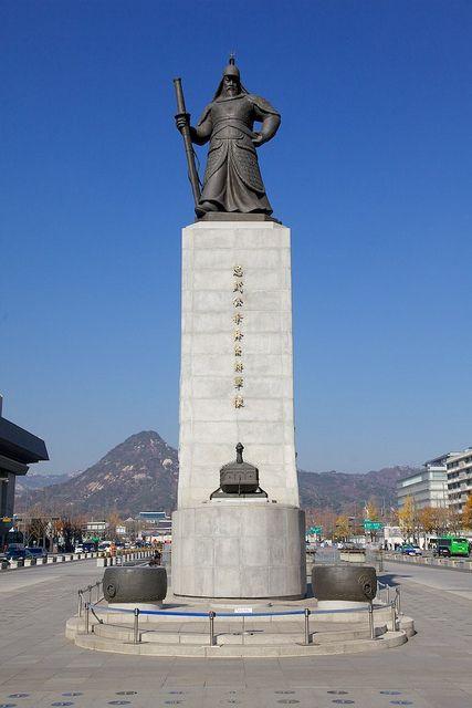 Seoul Tour - Admiral Yi Sun-shin, Gwanghwamun Square by Korean Photographer, via Flickr