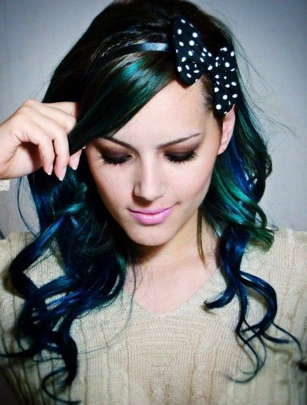 blue / green hair. If I was the type to do this type of stuff and my husband wouldn't flip out, I would totally do this to my hair. Just once. Its so pretty...looks like peacock feathers.