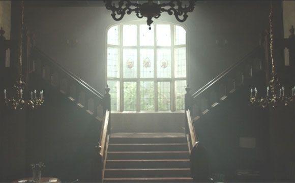 Olhando assim, até parece que é uma mansão mal assombrada