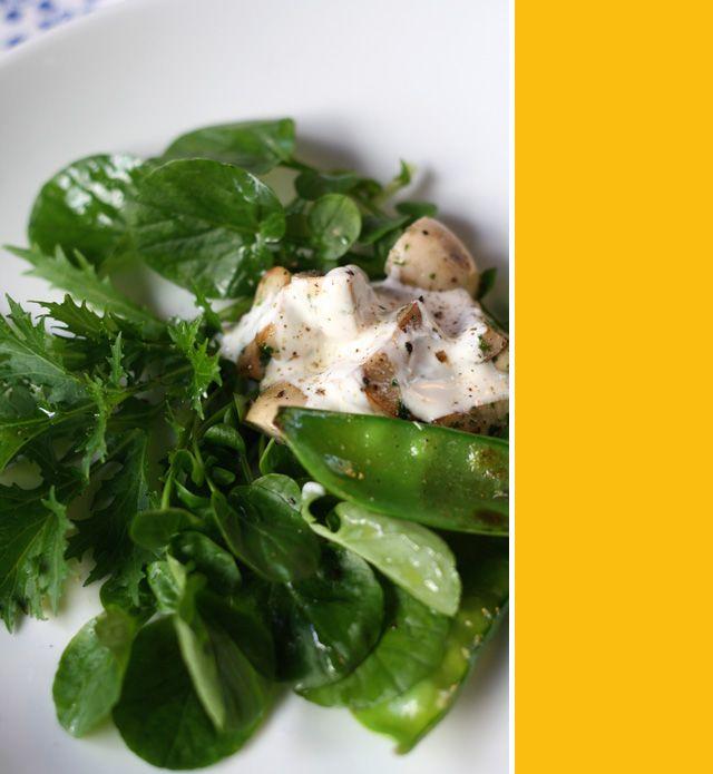 Receita de Salada de beterraba assada com aspargos, folhas e coalhada seca - Sem Medida Espaço Gastronômico