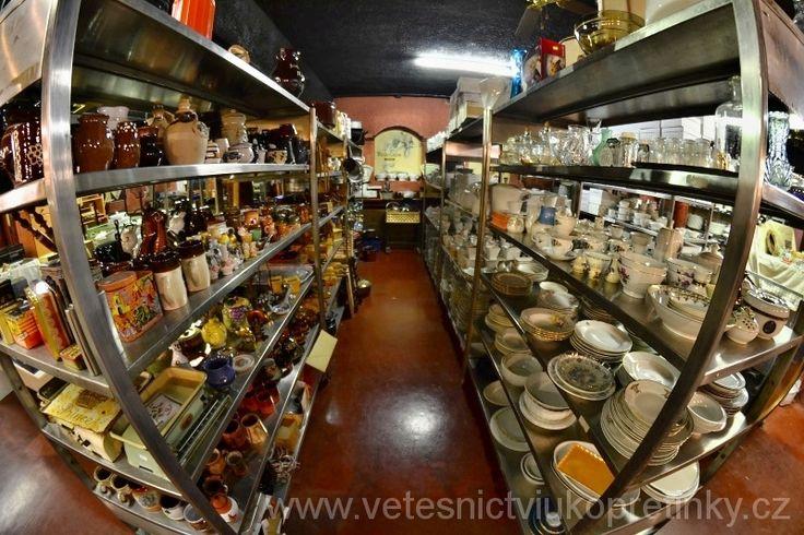 Prodejna Vetešnictví U Kopretinky. Junk Shop. #vetesnictví #bazar #retro #junkshop #Vintage #Mukařov