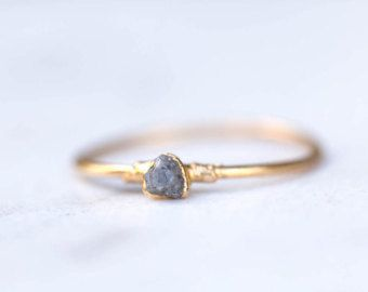 Gris de anillo de diamante anillo de diamantes crudos
