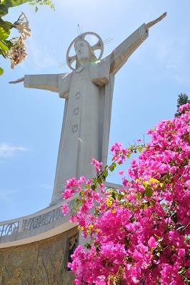 The Statue of Jesus Christ in Vung Tau, Vietnam...Ns y sommes montés ★