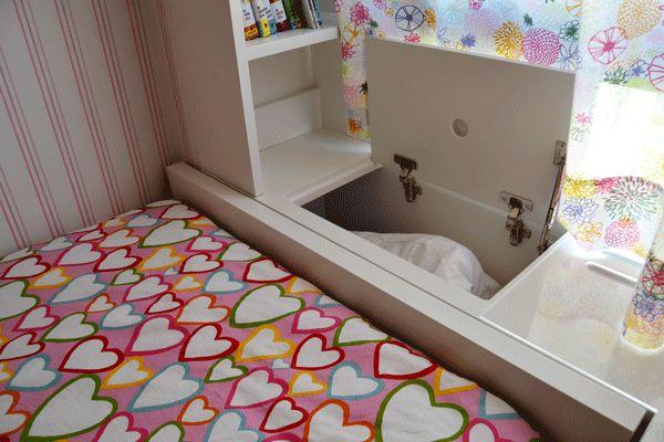 Fantástico y disimulado arcón integrado en cabecero de cama. Consúltanos para más detalles.