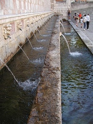 Italie ABC » L'Aquila, Fontana de 99 Canele.