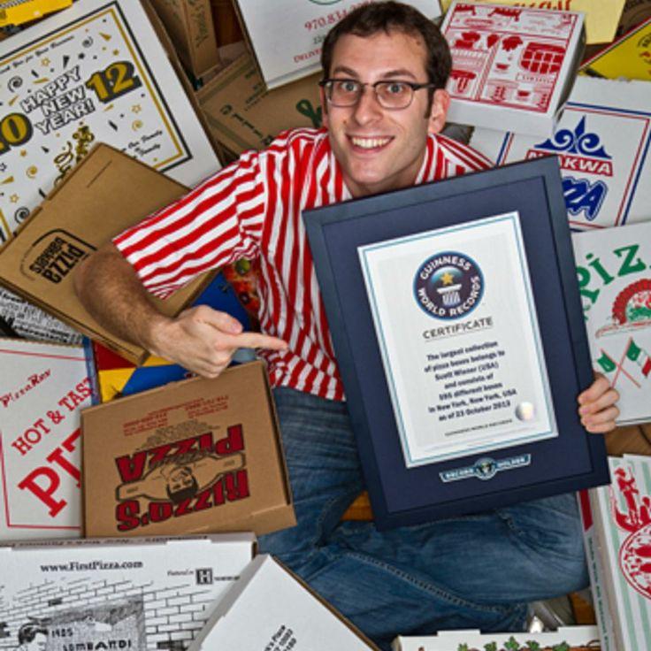 Deze man bewaarde 600 pizzadozen. Hij brak daarmee het wereld record dat op 595 dozen stond. Hij schreef zelfs een boek over zijn dozen! Wat bewaar jij het liefst? Wij onze herinneringen!