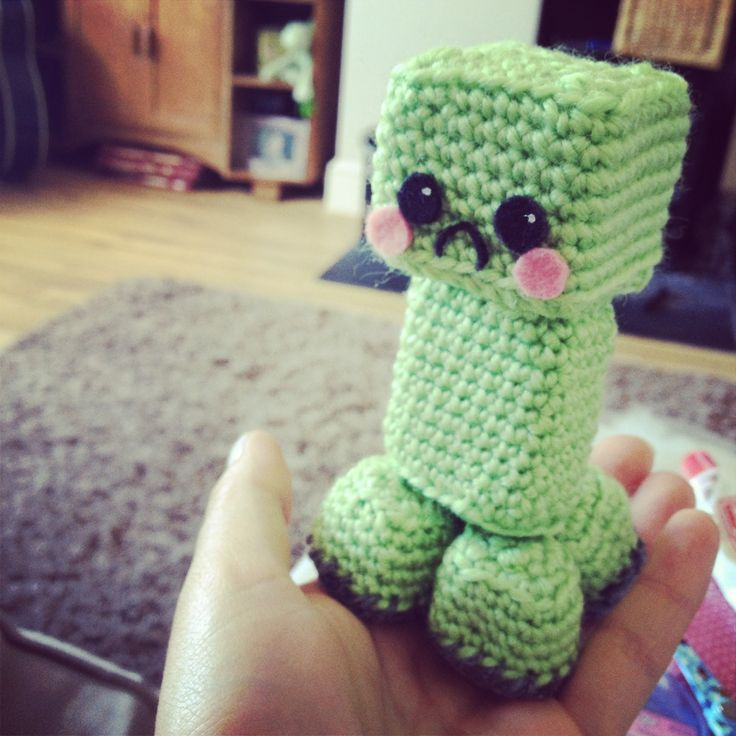 Minecraft Creeper - Free Amigurumi Pattern  here: http://nerdigurumi.com/2011/09/amigurumi-minecraft-creeper-pattern.html   More Pictures http://byrobin.blogspot.co.uk/2013/07/amigurumi-crochet-creeper.html