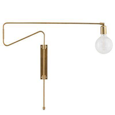 Swing vägglampa från House Doctor är av en mycket smart och intressant design där själva armarna på lampan kan snurras och dras ut från väggen och bli längre. För dig som vill ha en stilfull vägglampa med funktion så är denna Swing lampan perfekt för dig.