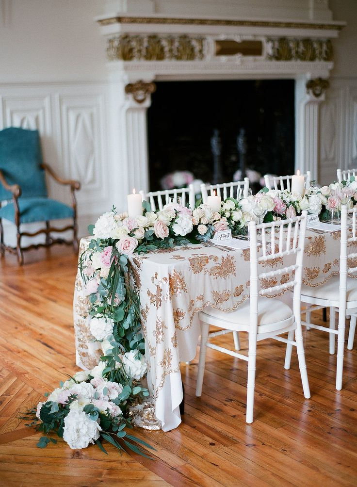Waterfall table runner at chateau de Lisse by Le Coeur Sauvage florists