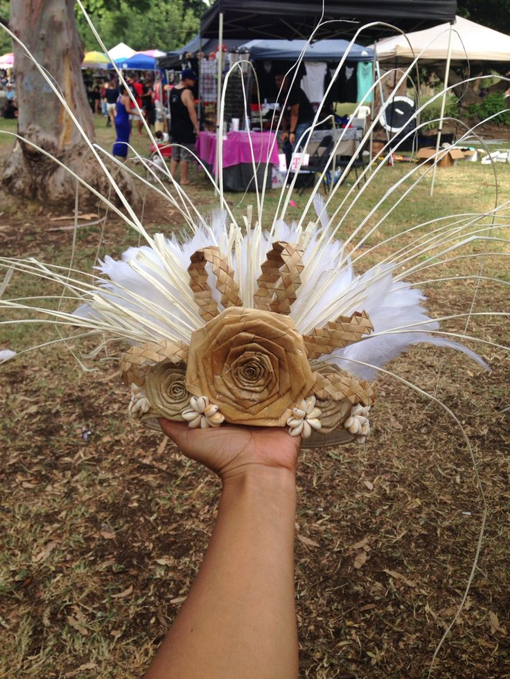 Made this while sitting at the booth for this amazing little girl who had a headpiece from someone else that hurt her head. No worries... Auntie Mel is here!!! hulamelani.etsy.com or California Hula Center Tahitian dance costume
