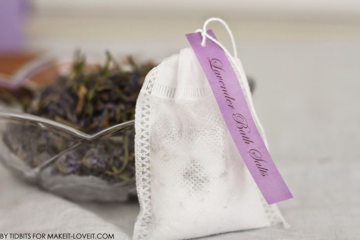 How To: DIY Bath Salts Tea Bags - Lavender, Lemon & Peppermint. There's a link to those lovely little fill-your-own drawstring tea bags & free printable labels too!