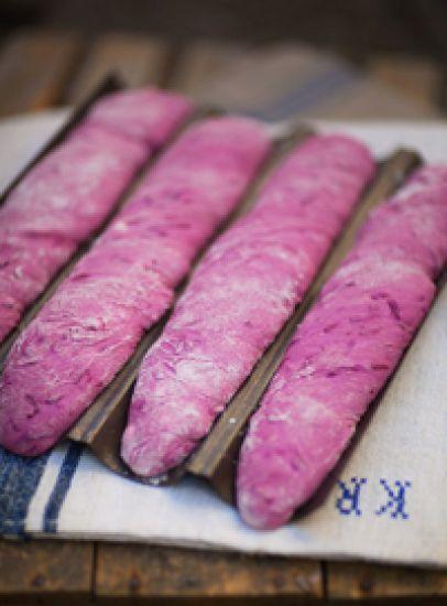 Rödbetsbaguette / Bröd ~ Recept   Leila Lindholm (leila.se)