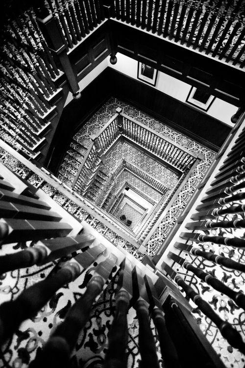 Cubículo de la escalera principal / Belleza en Blanco y Negro