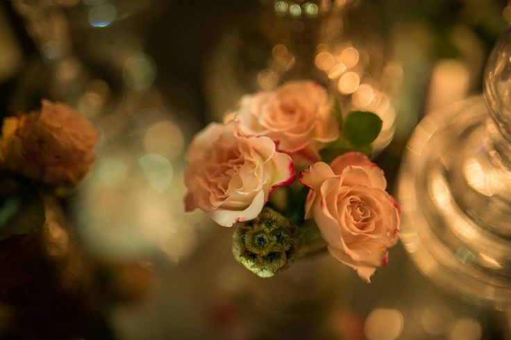 Flower details: romantic off pink o'hara roses and wild greenery