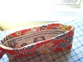 Fabric cash envelope system. I'm making at LEAST one of these tonight. This blog is so cute!