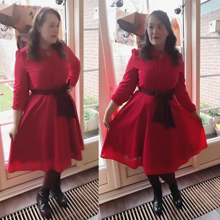#ootd  Had to work today and decided I needed comfy shoes. Got so many compliments from the kids. The light is awefull at this time of day so I'm sorry for the bad quality!  Dress is #realvintage from #vintageperkilo #vintageperkiloamsterdam  #realvintageootd #vintagefashion #vintage #plussize #plussizefashion #dizizme #50s #retro #fashion #rockabilly #pinup #ootdsocialclub