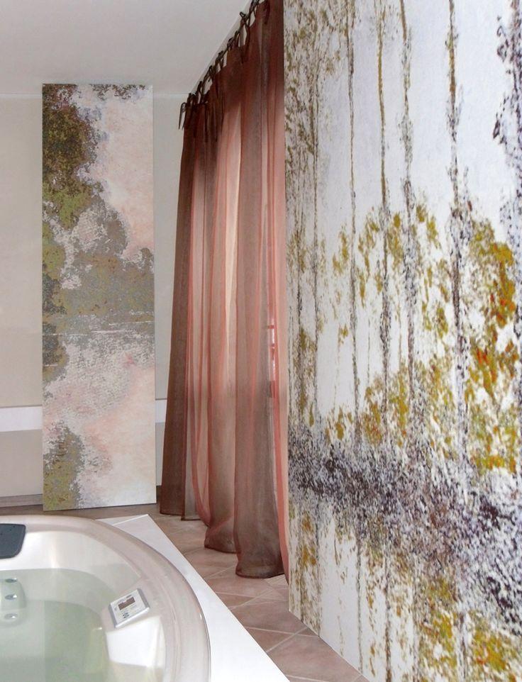 SPA PER UN'ABITAZIONE: uno spazio benessere per una villa dove la grande vasca piscina e i pannelli in tema invitano al totale relax. Progetto www.gariselliassociati.it