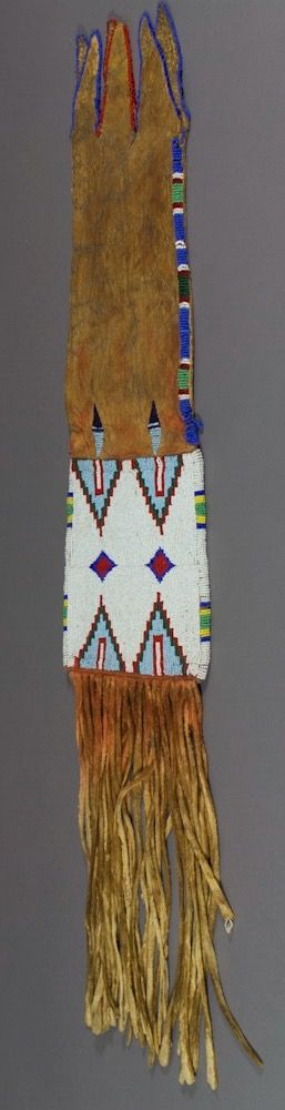 Сумка для табака, Не Персе. Б. Размер 33 х 6 3/4 дюйма.  Период 1900-1920. Коллекция Elizabeth Cole Butler. Portland Art Museum