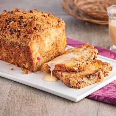 Gâteau à la salade de fruits et coulis au caramel chaud - Recettes - Cuisine et nutrition - Pratico Pratique