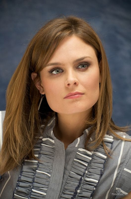 Emily Deschanel at the 'Bones' press conference at Four Seasons Hotel...
