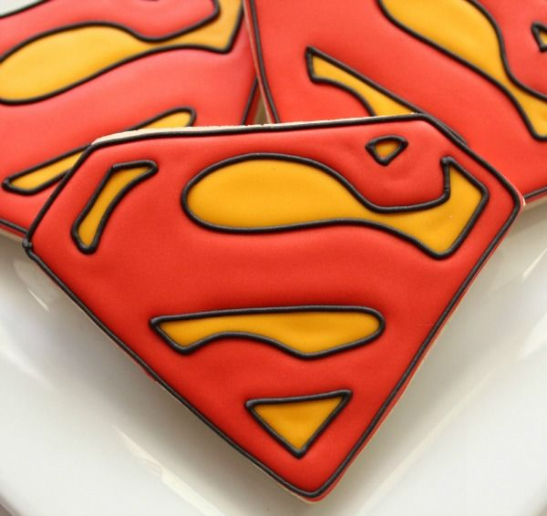 pretty slick technique for making an accurate copy of any logo - Superman Cookies SweetSugarBelle