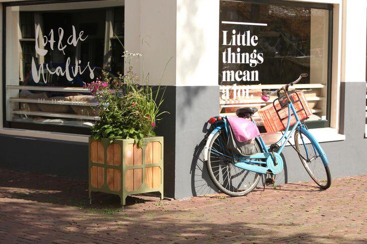 Bloembakken voor Leiden, hout met staal