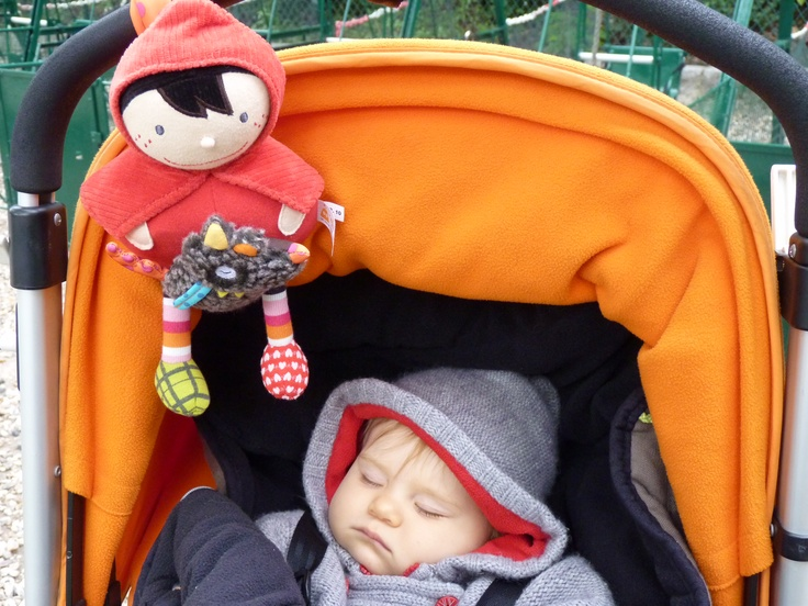 in a park in Paris ... Mila is sleeping with her Red ridding hood.