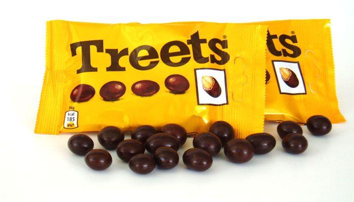 Treets. Chocoladeballetjes met nootje erin. Ervan eten tijdens boeken lezen totdat je er misselijk van werd