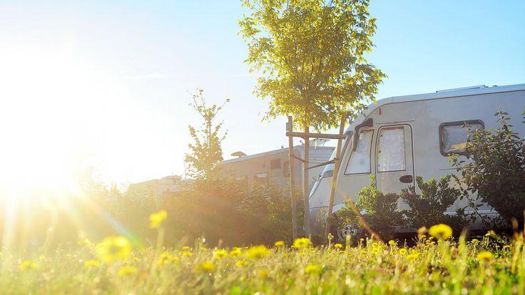 Campingplatz mit Caravan