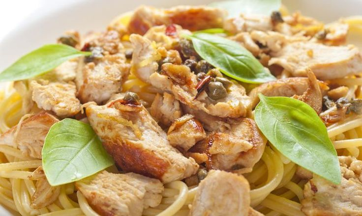 Těstoviny můžeme připravit na stovky způsobů. Tentokrát si uvaříme špagety s kuřecím masem. Je to rychlovka! Tesco recepty - čerstvá inspirace.