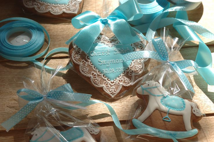 Zestaw na Chrzest Święty.  Więcej wykonywanych przeze mnie wzorów znajduje się na moim blogu:  www.facebook.com/koronkowe.pierniczki