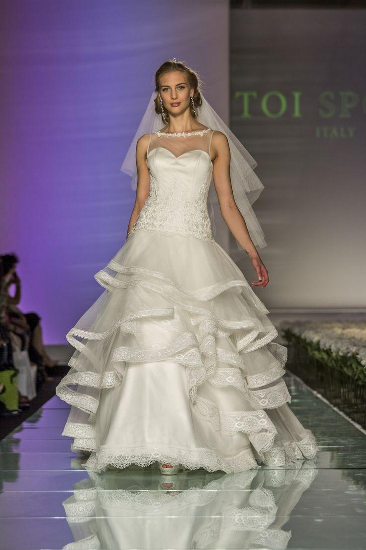 #milan #fashionshow  #abitidasposa #toispose #lace #romantic
