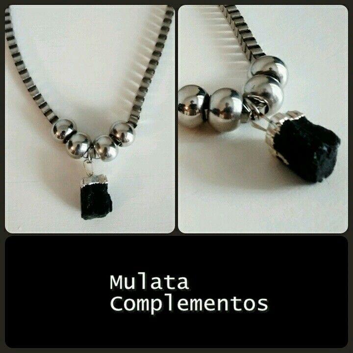 En Mulata le decimos que SI a las energías positivas! Mira el collar bombonazo que entro!!! Cadena cuadrada de aluminio con piedra turmalina negra tamaño grande y engarce de plata! ❤❤❤ Diseños exclusivos en Mulata Complementos ✌