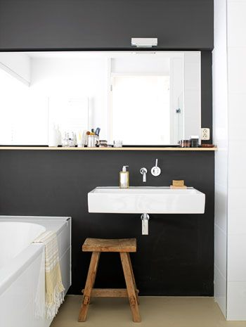 Simple black & white bathroom.: Black White Bathroom, Wooden Stools, Black Bathroom, Modern Bathroom, Bathroom Ideas, Bathroom Interiors Design, Dark Wall, Black Wall, Design Bathroom