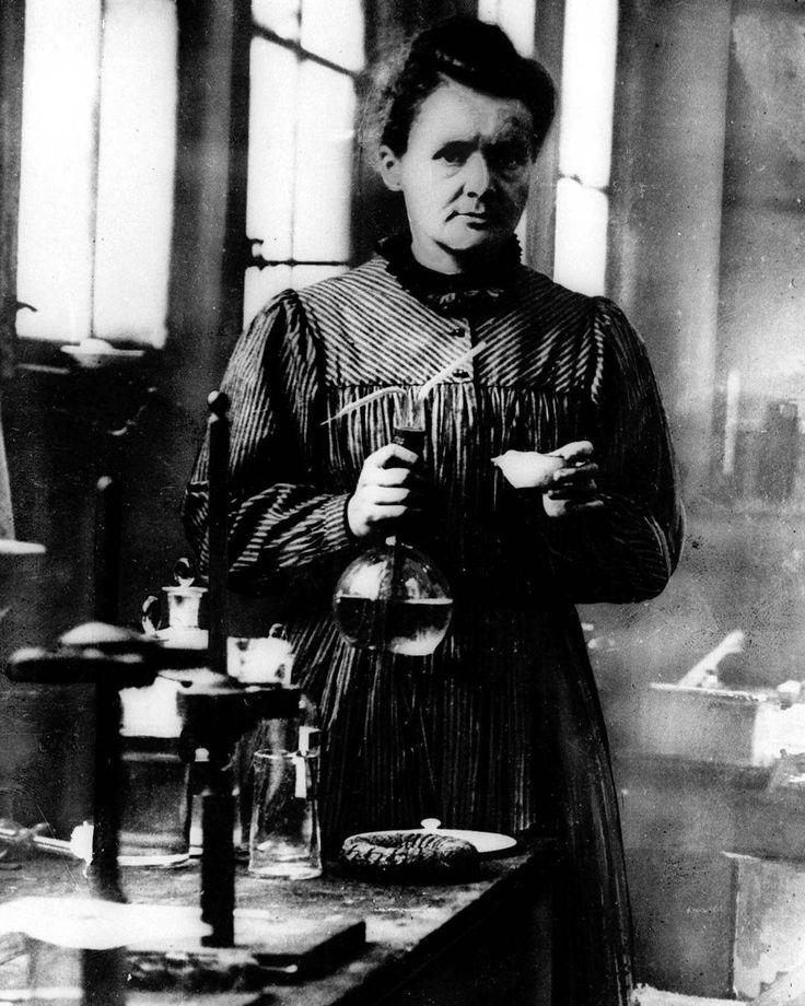 ¡Feliz Día Internacional de la Mujer! Le dedicamos la #fotodeldia a la científica Marie Curie, Premio Nobel de Física de 1903 y Premio Nobel de Química en 1911, entre otras cosas por el descubrimiento del polonio, que denominó así en honor a su tierra natal. #diainternacionaldelamujer #diadelamujertrabajadora #womenday #mujeres #mariecurie #ciencia #picoftheday #pod #nobel #crack #quimica #fisica