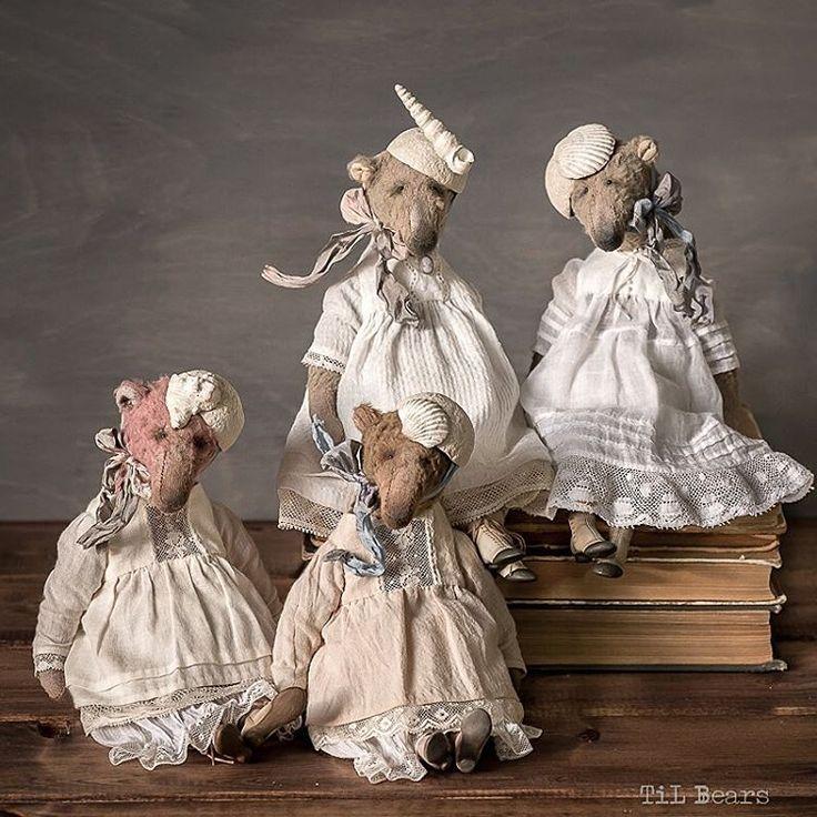 #myday #mylife #mylove #teddy #artteddy #ooak #paperclay #doll #artdoll #teddydoll #teddybear #teddybearartist #bear #bears #teddybears #tilbears #artwork #artdolls #antique #lace #atniquelace #fujifilm #fujifilmxe1 #fuji #fujixe1 #xe1 #fujinon #xf60mm  Семейное фото на память  Все миши разбежались по домам ✨✨